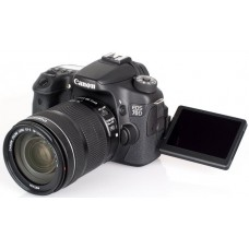 Canon EOS 70D with EF-S 18-135mm f/3.5-5.6 IS STM
